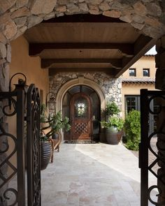 Front Entry Courtyard - mediterranean - patio - phoenix - R. Gurley Custom Homes Spanish Style Homes, Spanish House, Spanish Tile, Spanish Colonial, Tuscan Design, Tuscan Style, Casa Rock, Patio Design, House Design
