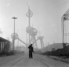 """One must imagine Gibiers happy ."" - Construction of the Atomium, the Belgian pavilion for the World Expo 58 in Brussels, Belgium, Photo by Dolf Kruger. Photocollage, Brussels Belgium, Nagoya, World's Fair, Retro Futurism, Under Construction, Construction Worker, Dieselpunk, Parkour"