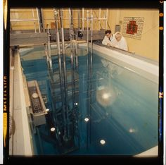 Jack Gould, Untitled (scientists looking into pool of water at research facility), c. 1950, Harvard Art Museums/Fogg Museum.