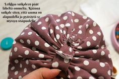 DIY Turbaanipipo rusetilla - Punatukka ja kaksi karhua Diy Baby Headbands, Turban Headbands, Turban Headband Tutorial, Diy Clothes Refashion, Kids Hats, Creative Crafts, Head Wraps, Handicraft, Sewing Crafts