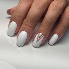 Nails in white gel: A range of ideas to adopt a very chic winter nail art Symbolizing purity, in winter, white is associated with snow and flakes. That's why white gel nails are a favorite during the cold season. The gel pol. White Gel Nails, Nude Nails, My Nails, White Manicure, White Toenails, White Nail Art, Acrylic Nails, Ombre Nail Designs, Nail Art Designs