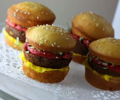 Hamburger cupcakes - I'm pretty sure my husband (hamburger lover extraordinaire) would go for these!