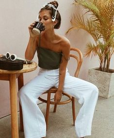 40 Amazing White Wide Leg Pants Outfits to Wear This Summer 40 Amazing White Wide Leg Pants Outfits to Wear This Summer,Summer Outfits 40 Amazing White Wide Leg Pants Outfit Ideas to Try This. Looks Chic, Looks Style, Look Fashion, Fashion Outfits, Womens Fashion, Fashion Fall, Beach Style Fashion, Fashion Beauty, Street Style Fashion