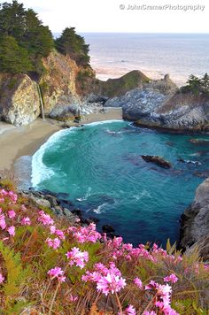 When I visited Big Sur last September, the wildflowers were blooming at McWay Falls, so I was able to get these into my shot. The shallow water at this location gives good blue-green transitions and turquoise hues.