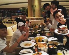 EXO celebrating Xiumin's birthday>Kai and D.O. at the end of table, calmly; Xiumin with Chen; Chanyeol and Beakkyun loud and messy as usual; Suho with Maknae; wait - where's Lay⊙_⊙ Kaisoo, Chanyeol Baekhyun, Exo Ot12, Exo Chen, Park Chanyeol, Heechul, K Pop, Exo News, Exo Group