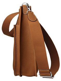 Hermes - Evelyne III, cross body bag in tan brown leather. Side View.