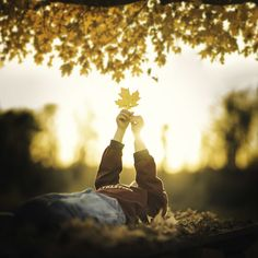 Fall Photos That Will Make You Want To Become A Photographer Autumn Photography, Girl Photography Poses, Creative Photography, Children Photography, Poses Photo, Become A Photographer, Professional Photographer, Fall Pictures, Fall Photos Kids