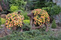 Bicykel ozdobený kvetmi.