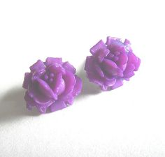 Vintage plastic purple rose flower stud earrings by bunnyboutique, $14.00