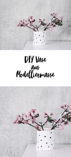 DIY Vase aus Modelliermasse selber machen. Basteln mit lufthärtendem Ton.