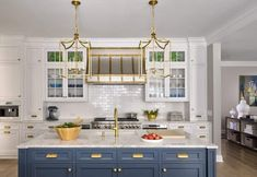 An elegant family home in New York is treated to a thoughtful revamp Modern Rustic, Modern Farmhouse, Farmhouse Interior, Rustic Feel, Family Room, Home And Family, Shingle Style Homes, Spanish Style, Spanish Revival