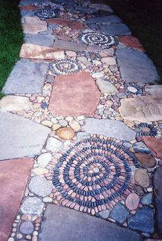 Stone Pathways Mosaic Garden Design ...I would SO want to make this!