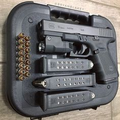 RAEIND Double Stack Magazine Speed Loader for Many calibers Pistol Magazines Including 32 auto, Luger, ACP, ACP speedloader Glock Guns, Weapons Guns, Guns And Ammo, Glock 9mm, 2 Guns, Zombie Weapons, Glock 19 Gen 4, Custom Guns, Military Guns