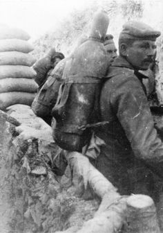 WWI, German troops carry poison gas cylinders to be installed in trenches. © Simon Jones
