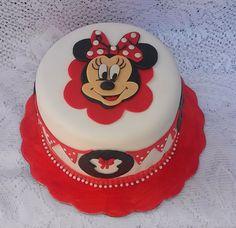 Riquísimo y hermoso pastel de Minie Mouse, la expresión de su rostro nos encanto.