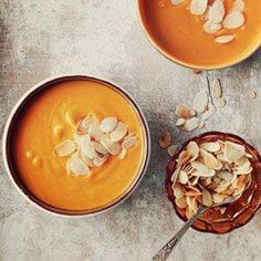 Zupa dyniowa { Creamy Pumpkin Soup with Ginger, Orange and Toasted Almonds } Pumpkin Recipes, Soup Recipes, Cooking Recipes, Healthy Recipes, Cooking Tips, Cream Of Pumpkin Soup, Cream Soup, Cuisines Design, Food Design