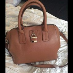 Crossbody Shoulder SPACIOUS NWT This is awesome light weight medium tote size . Great quality. Super super spacious London Fog Bags Shoulder Bags