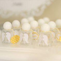 Batizado, Baptism, amarelo e branco, decoraçao, decor, party, festa, arranjos, center piece, flores, flowers, mesa de doces, dessert table, mimos, party favor.