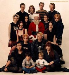 It's time to gather up your loved ones to capture the yearly Christmas family photo for you to share with all of your family and friends. Here are some of the most awkward family Christmas photos that are hilarious. Funny Family Christmas Photos, Funny Family Photos, Xmas Photos, Christmas Humor, Best Funny Pictures, Christmas Ideas, Merry Christmas, Fail Pictures, Amazing Pictures