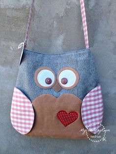 Discover thousands of images about My CountryRoom: Borse, borse e ancora borse! Denim Handbags, Denim Tote Bags, Animal Bag, Fabric Gift Bags, Bag Patterns To Sew, Patchwork Bags, Cute Bags, Kids Bags, Handmade Bags