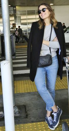 Loving Mandy Moore's casual pairing of a coat, crossbody, mom jeans and sweater. Perfection.
