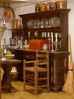 http://tomrobertsminiatures.com/TomRobertsMiniatures.com/Great_Uncle_Guys_house.html