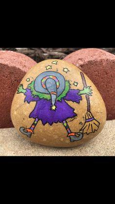 Painted Pavers, Hand Painted Rocks, Rock Painting Patterns, Rock Painting Designs, Halloween Rocks, Halloween Images, Stone Crafts, Rock Crafts, Stone Painting
