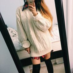 Chunky+Vanilla+Knitted+Sweater  Oversized+fit;+Would+look+great+on+any+body+size!  Perfect+Fall+look+when+paired+with+leggings+or+high+socks+(FREE+with+your+purchase)    Model+is+5'+and+a+size+small.+    *Please+note+this+is+a+second+hand+item.+Hence,+only+one+is+available.*
