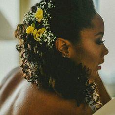 Penteado destacando a beleza dos cachos!  @Regrann from @manuguerramakeup -  Boneca! Foto: @thayrabello  Makeup: #manuguerramakeup #milano #matrimonio #milan #italy #weddingmakeup #destinationweddings #noivasmanuguerra #manuguerra #colherdechanoivas #thayrabellofotografia #bridebeauty #makeup #maquiagem #beauty #beleza #bride #noiva #noivas #noivasriodejaneiro  #casamento #bridestyle #wedding #inesquecivelcasamento  #bridalbeauty #sposa #trucco #regrann…