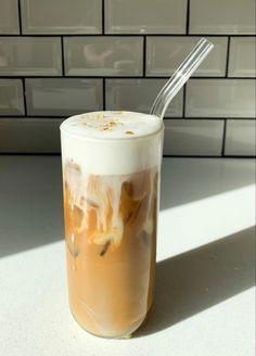 Aesthetic Coffee, Aesthetic Food, But First Coffee, Coffee Love, Comida Do Starbucks, Café Espresso, Think Food, Cafe Food, Coffee Recipes