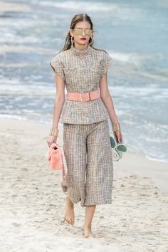 Chanel Spring 2019 Fashion Show . Ready-to-Wear collection, runway looks, details, models. All the Spring 2019 fashion shows from Paris Fashion Week in one place. Chanel Fashion, Couture Fashion, Paris Fashion, High Fashion, Womens Fashion, Fashion Week, Spring Fashion, Fashion Show, Fashion Outfits