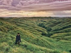 Life is short and the world is wide.  Location : Bukit Warinding, Sumba timur. 📷 by : @ayubardiyono. . . #sumba #visitsumba #pulausumba #ExploreSumba #bukitwairinding #opentripsumba #tripsumba #tukangjalantrip #PesonaIndonesia #exploreindonesia #WonderfullIndonesia #ExploreNusantara #Liburan #liburaseru #liburanmurah  #Traveling #Travel #Tour #Tukang_Jalan #tukangjalan #TravelingGram #Indonesia