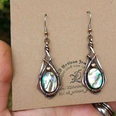 Diy Earrings Studs, Wire Jewelry Earrings, Wire Jewellery, Wire Wrapped Earrings, Shell Jewelry, Copper Earrings, Copper Jewelry, Boho Jewelry, Beaded Jewelry