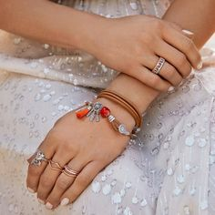 This season, mix and match materials to your heart's content. Go two-tone with t… – Magic Pandora Pandora Leather Bracelet, Pandora Bracelets, Leather Necklace, Pandora Jewelry, Bracelets Design, Necklace For Girlfriend, Or Rose, Sterling Silver, Create