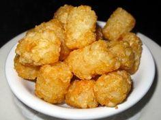 Per preparare le patate alla tarantina avete bisogno di patate, uova, un poco di farina, sale e pepe. Si tratta di una specie di frittelle, molto adatte ai bambini e anche molto economiche.