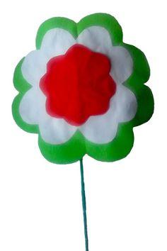 Az óvodás gyerekekben a nemzeti ünnep kapcsánkérdések sokasága fogalmazódik meg: miért van mindenhol zászló? Miért tűzünk a ruhánkra piros-fehér zöld szín