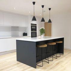 Kitchen Room Design, Modern Kitchen Design, Kitchen Layout, Home Decor Kitchen, Interior Design Kitchen, Home Design, Home Kitchens, Kitchen Designs, 2 Colour Kitchen Cabinets