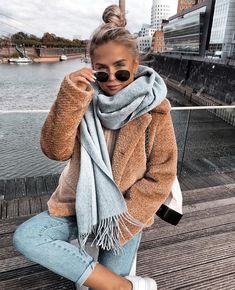 Trendy Winter Outfits To Wear When It's Cold Outside If ; trendy winter outfits zum tragen, wenn es draußen kalt ist Trendy Winter Outfits To Wear When It's Cold Outside If ; Cozy Winter Outfits, Winter Fashion Outfits, Look Fashion, Autumn Winter Fashion, Autumn Fall, Winter Scarf Outfit, Winter Wear, Womens Fashion, New York Winter Outfit