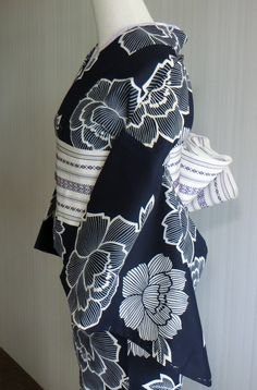 India Fashion, Kimono Fashion, Asian Fashion, Fashion Outfits, Traditional Kimono, Traditional Fashion, Traditional Outfits, Yukata Kimono, Kimono Fabric