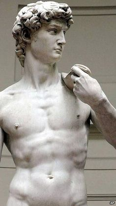 Italy's culture minister has expressed outrage over an advertisement by a US weapons firm showing Michelangelo's David holding a rifle.
