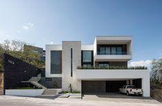 Casa GS. Fachada principal. Diseñ #Luxuoso Minimalist House Design, Minimalist Home, Modern House Design, Building Elevation, House Elevation, Modern Architecture House, Architecture Design, Villa, Building Design