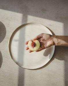 New Fruit Photography Lighting Food Styling 32 Ideas Porcelain Dinnerware, Ceramic Tableware, Ceramic Decor, Modern Dinnerware, Pattern Texture, White Dinner Plates, Photo Images, Pottery Plates, Modern Ceramics