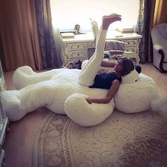 I most definitely need this huge teddy bear! Yes, I'm over the age of 40. No, I do not care. I NEED IT!!