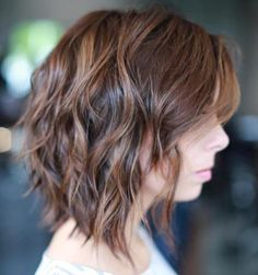 Short Shag Bob Bob haircuts fit into the shag look perfectly. If you want a short shag, go for a rounded bob cut – it adds fullness to thin hair and offers easy manageability for all hair types. Short Shag Hairstyles, Shaggy Haircuts, Shaggy Bob, Hairstyles Haircuts, Trendy Hairstyles, Wavy Bobs, Blonde Bobs, Haircut For Thick Hair, Thin Hair