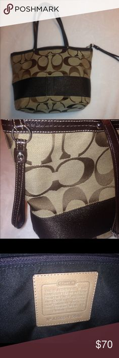 Coach shoulder bag In great condition! medium sizes tote holds a lot!! Coach Bags Shoulder Bags