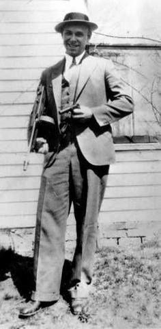 John Dillinger He was an American gangster and bank robber. During the Depression-era Dillinger robbed 2 dozen banks and four police stations. Real Gangster, Mafia Gangster, Gangster Style, Location Scout, Interesting History, Before Us, Historical Photos, Bad Boys, Public Enemies
