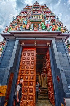 Sri Mariamman Temple, Chinatown, Singapore