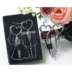 """<a href=""""https://www.lacestitadelbebe.es/es/171-detalles-boda"""">regalos de boda</a> <a href=""""https://www.lacestitadelbebe.es/es/171-detalles-boda"""">regalos invitados boda </a> <a href=""""https://www.lacestitadelbebe.es/es/171-detalles-boda"""">detalles de boda </a> <a href=""""https://www.lacestitadelbebe.es/es/171-detalles-boda"""">detalles de boda </a> Precioso set de vino con forma de corazones. <a href=""""https://www.lacestitadelbebe.es/es/171-detalles-boda"""">regalos de boda </a>"""