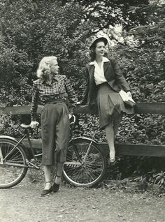 1940s style / totally would wear either outfit