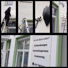 Die Zimmerlinge Wandbeschilderung wird montiert. Hat was Besonderes ... #corporate#design#wallart#logodesign#berlin